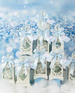 bomboniera lanterna bianca vari decori con fiocco a 4 raso azzurro e bigliettino