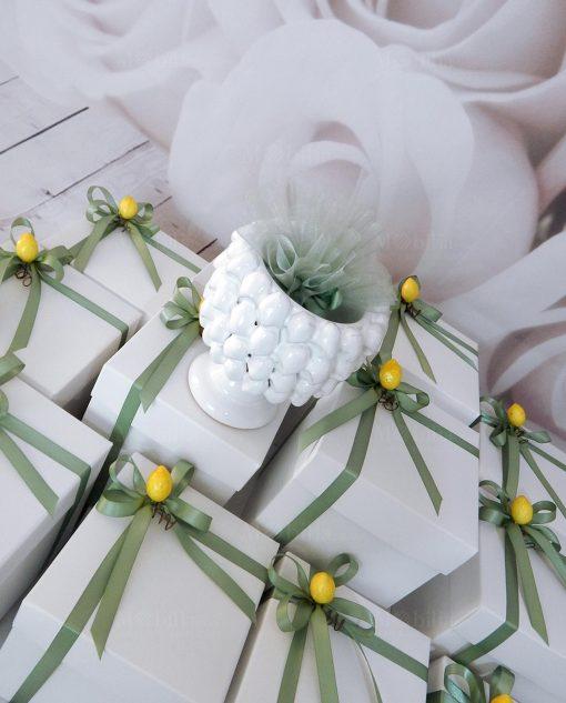 bomboniera mezza pigna ceramica caltagirone con sacchetto verde
