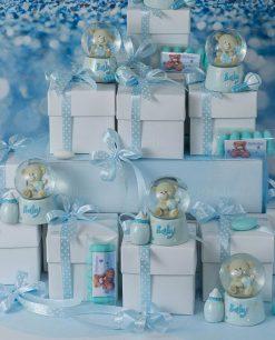 bomboniera palla di neve con orsetto scatola cartoncino e nastri azzurri con pois bianchi