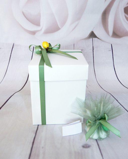 bomboniera pigna aperta con sacchettino verde