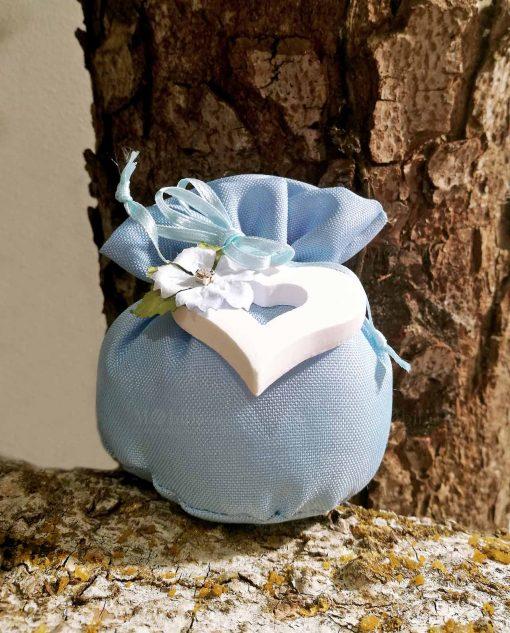 bomboniera sacchettino pom pom azzurro con cuore e fiore