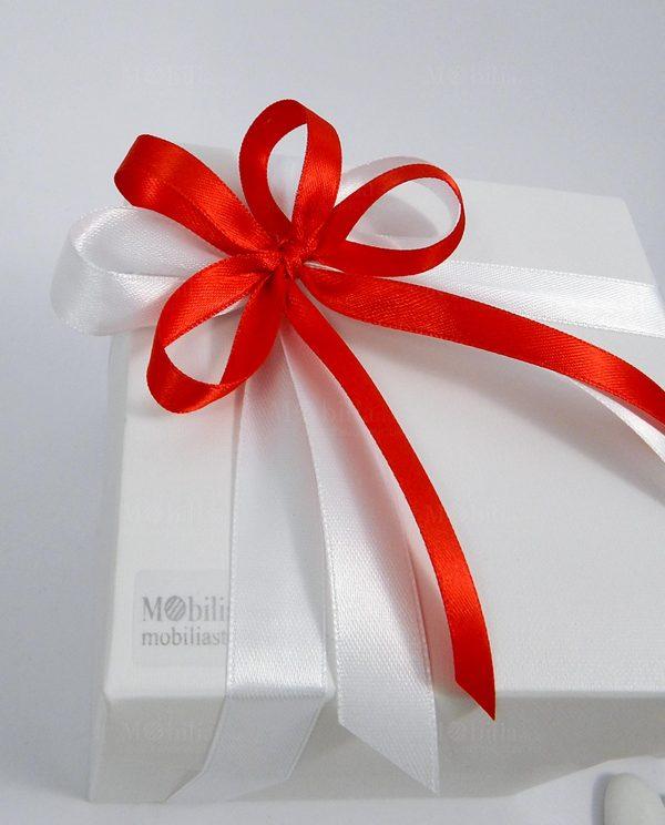 scatola confezionata nastro rosso