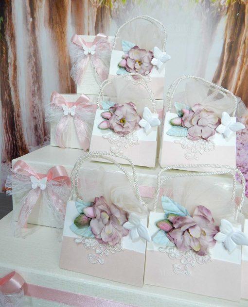cesta a forma di torta per bomboniere