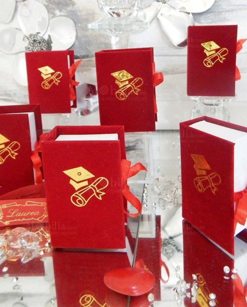 scatolina portaconfetti rossa con pergamena e tocco oro