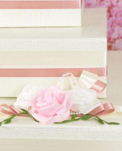 torta porta bomboniera color crema con rose