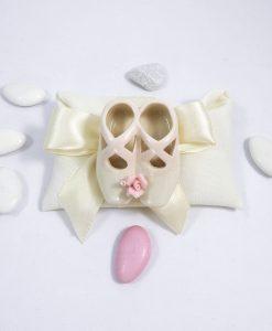bomboniera scarpette danza in porcellana bianca con fiore