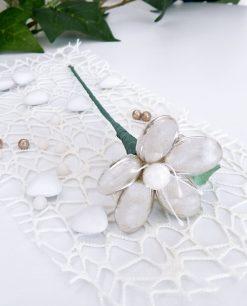 confetti a forma di fiore su stelo in argento di sulmona