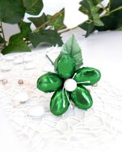 fiore con stelo di confetti artigianali verde metalizzato di sulmona