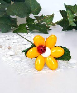 fiore di confetti di sulmona con coccinella