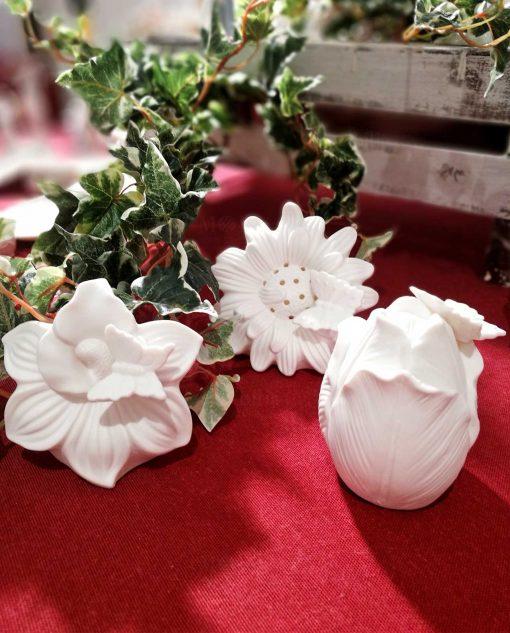 fiori in porcellana bianca con luce led per bomboniere