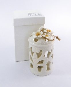 lanterna con luce led in porcellana bianca decorata