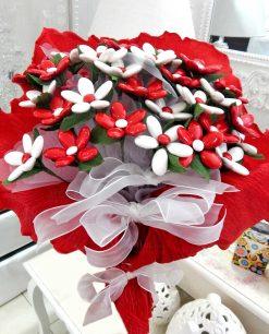 mazzo di fiori di confetti bianchi e rossi di sulmona per allestimenti