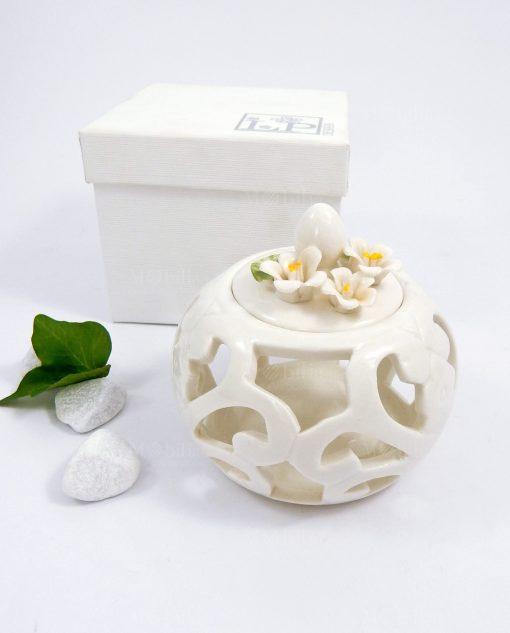 scatolina in porcellana bianca traforata con scatola