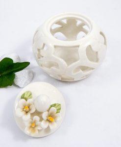 scatolina traforata in porcellana bianca
