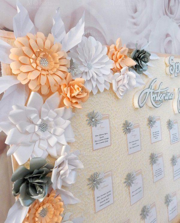 tableau mariage con fiori colorati e scritta personalizzata