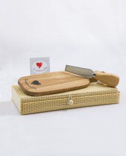 Tagliere con coltellino da formaggio e box Cuorematto