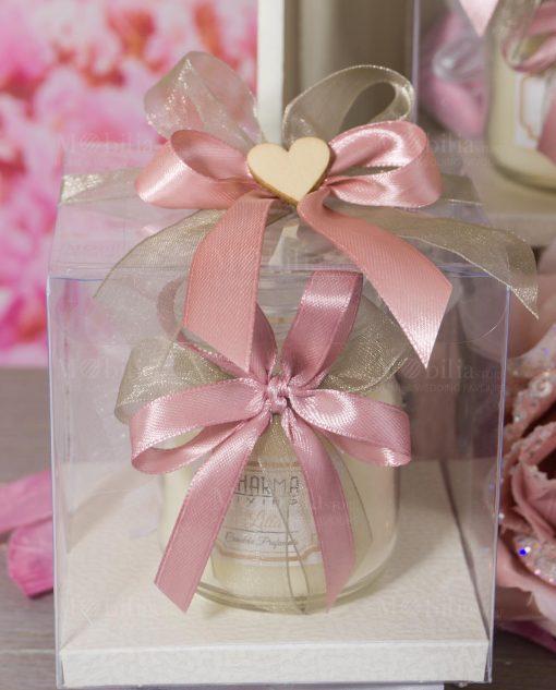 bomboniera candela profumata con fiocchi rosa e tortora con scatola nastri e cuore legno