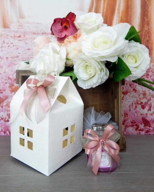 bomboniera candela profumata con sacchettino in tulle e casetta in cartoncino