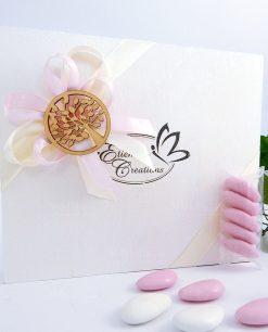 bomboniera confezionato con nastro rosa e ciondolo albero della vita