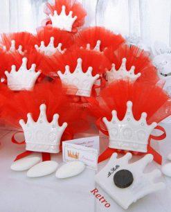 bomboniera corona in porcellana calamita con tulle rosso