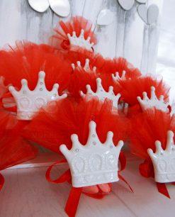 bomboniera corona in porcellana con calamita e tulle rosso