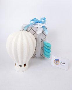 bomboniera mongolfiera porcellana bianca confezionata con scatola e nastri azzurri