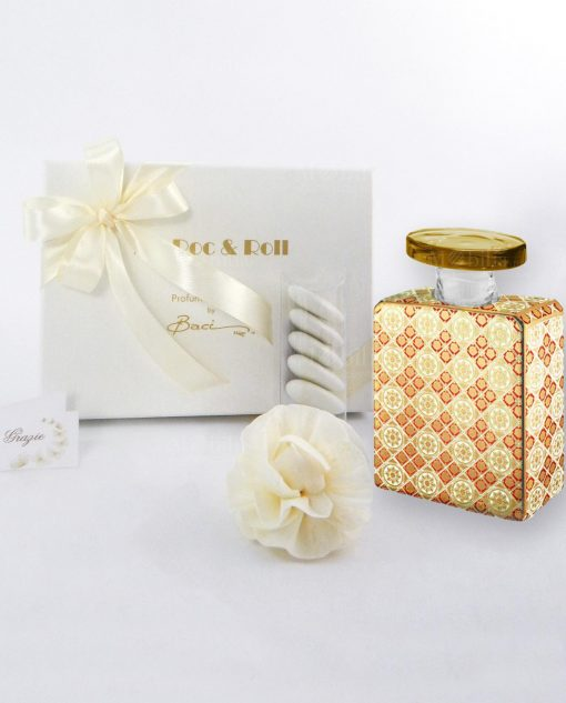 bomboniera profumatore bottiglia elvis 100 ml con fiore scatola e nastro panna baci milano maroc e roll