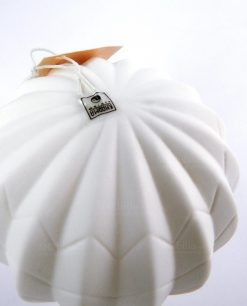 dettaglio mongolfiera bianca con luce led