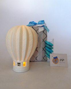 mongolfiera porcellana bianca con led confezionata con scatola e nastri azzurri