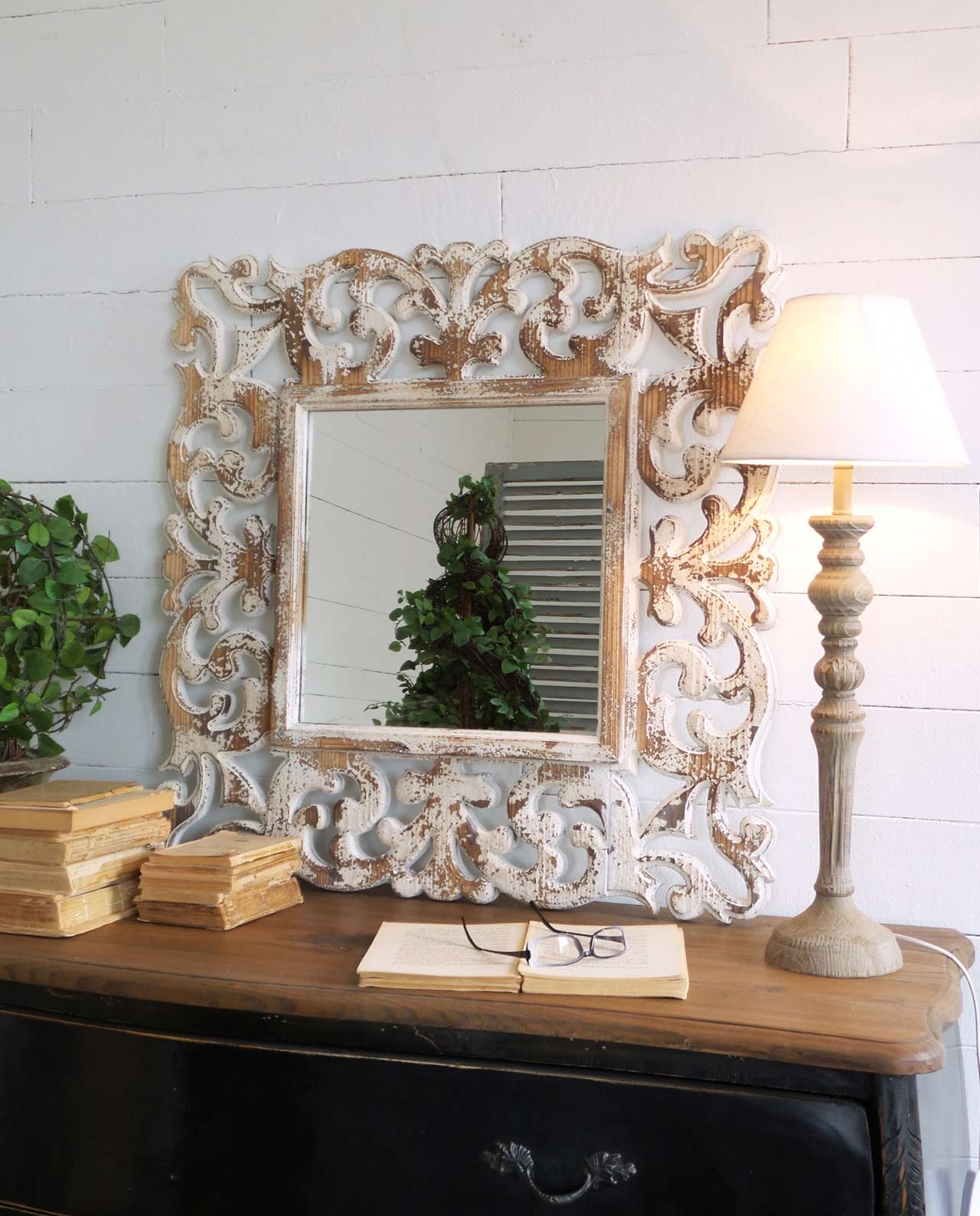 Specchio Quadrato Con Cornice Intagliata E Decapata