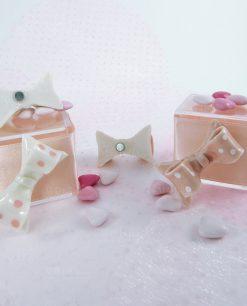 Retro magnete fiocco a pois bianco e rosa assortito