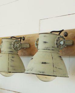 applique metallo effetto arrugginito e base legno