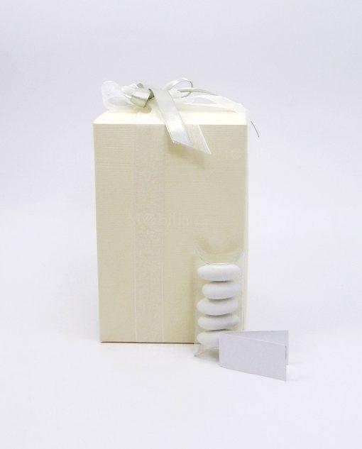 bomboniera confezionata con scatola panna e fiocco grigio 1