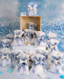bomboniera fiocco azzurro a pois su sacchetto