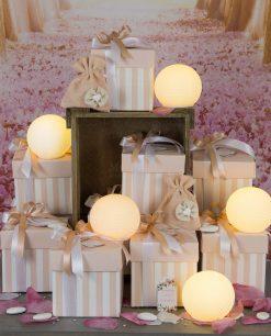 bomboniera lampada sfera led bianca con scatola e sacchettino rosa