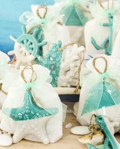 bomboniera pendente soggett tema mare assortiti bianco e tiffany su sacchetto bianco linea summer ad emozioni