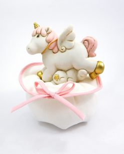 bomboniera salvadanaio cavalluccio unicorno rosa su sacchetto cotone bianco e rosa ad emozioni