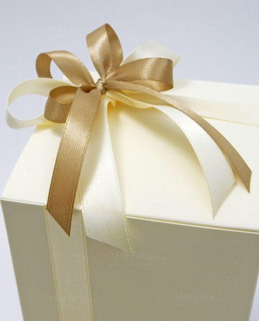 bomboniera scatola in cartoncino panna con fiocchi panna e tortora