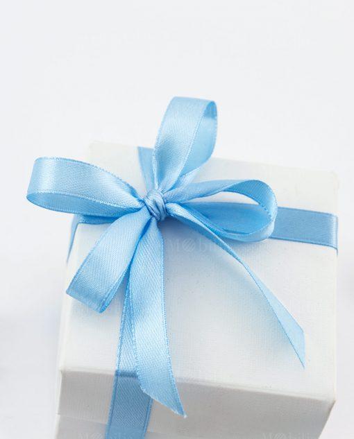 bomboniera unicorno bimbo dettaglio fiocco a 4 raso azzurro su scatola bianca