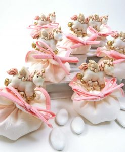bomboniera unicorno rosa su sacchetto bianco e rosa ad bomboniere