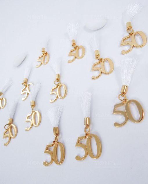 ciondolo numero 50 metallo oro con nappina bianca