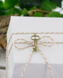 cordoncino bicolore beige e bianco con chiave metallo