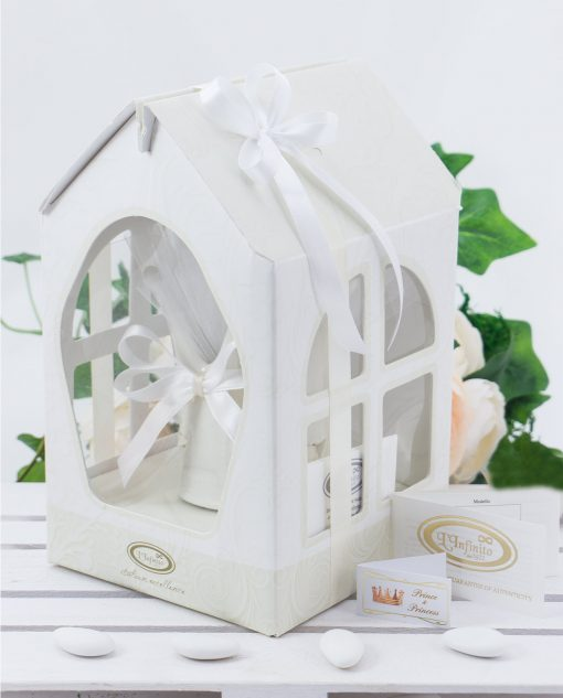 corona porcellana bianca con scatola e nastro bianco