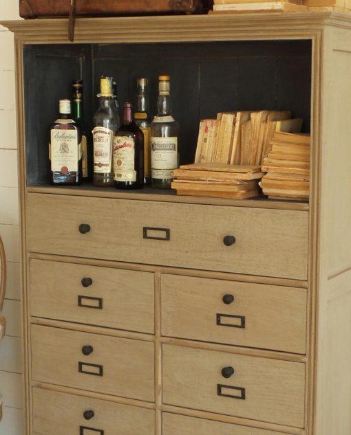 credenza legno grigio anticato con cassetti