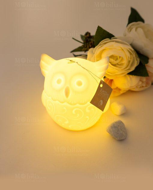 lampada ceramica bianca gufo con luce accesa