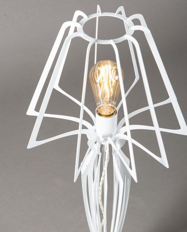 dettaglio lampada minerva arti e mestieri bianca
