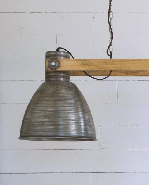 lampadario in metallo grigio e legno naturale