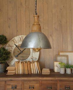 lampadario metallo grigio e legno