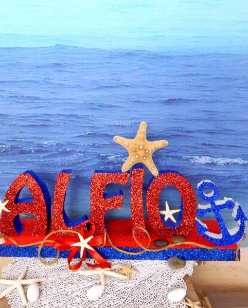 nome polistirolo rosso e blu con conchiglia ancora e stella marina