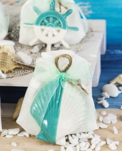 pendente soggetto tema mare conchiglia linea summer ad emozioni su sacchetto bianco con cordoncino